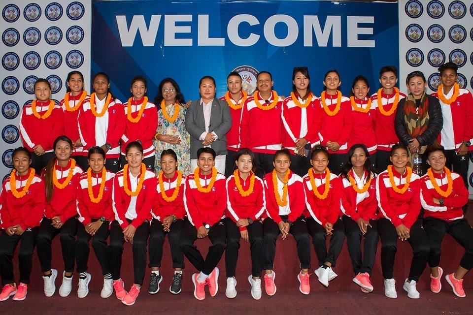 एन्फाद्वारा नेपाल यु–१९ महिला टोली नगदसहित सम्मानित
